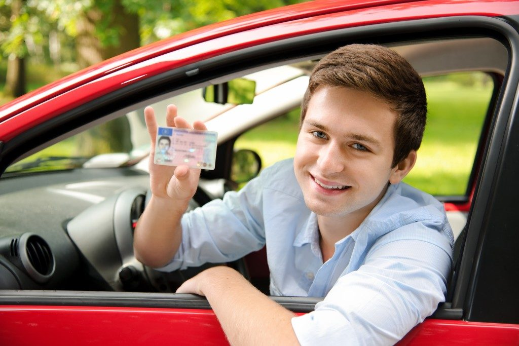 Man showing his driver's license